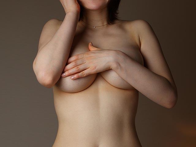 長月タケオ選「中高年の性告白」第60回 H・Tさん(62歳)の告白【アルバイト先の酔った年増女に裸にされ】