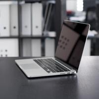 【夕やけ大衆EYE】人前でノートパソコンを開くときはご用心